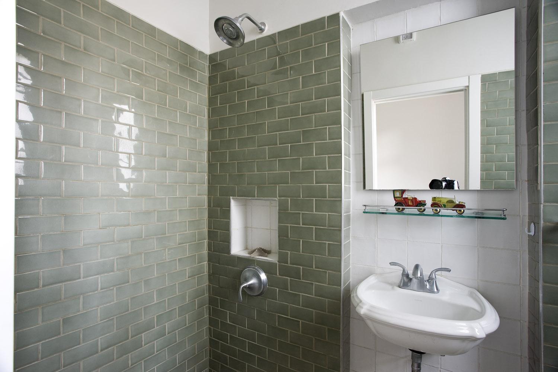 חיפוי קיר באמבטיה בירוק מרווה