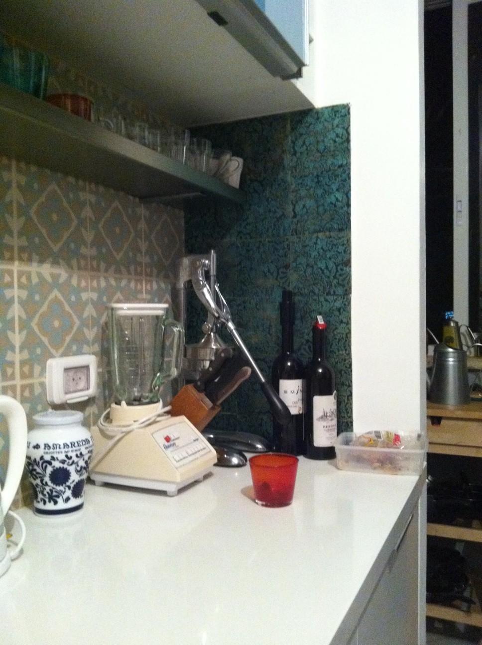 חיפויים שונים על קירות מטבח
