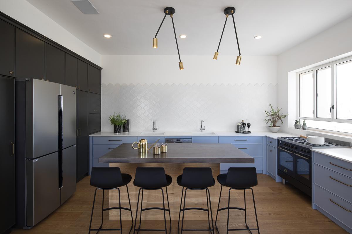 אריחי כנורות  בלבן במטבח