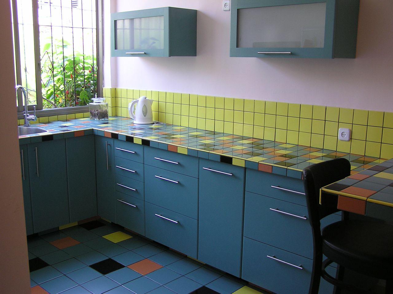 אריחי קרמיקה צבעוניים לחיפוי משטחים