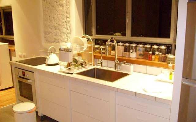 משטח עבודה במטבח מאריחים