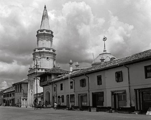 16.-Hajjah-Fatimah-Mosque.jpg