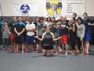 Peak MMA & Fitness Fundamental kickboxing class