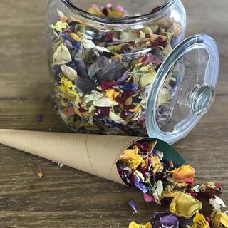 Dried petal confetti cones