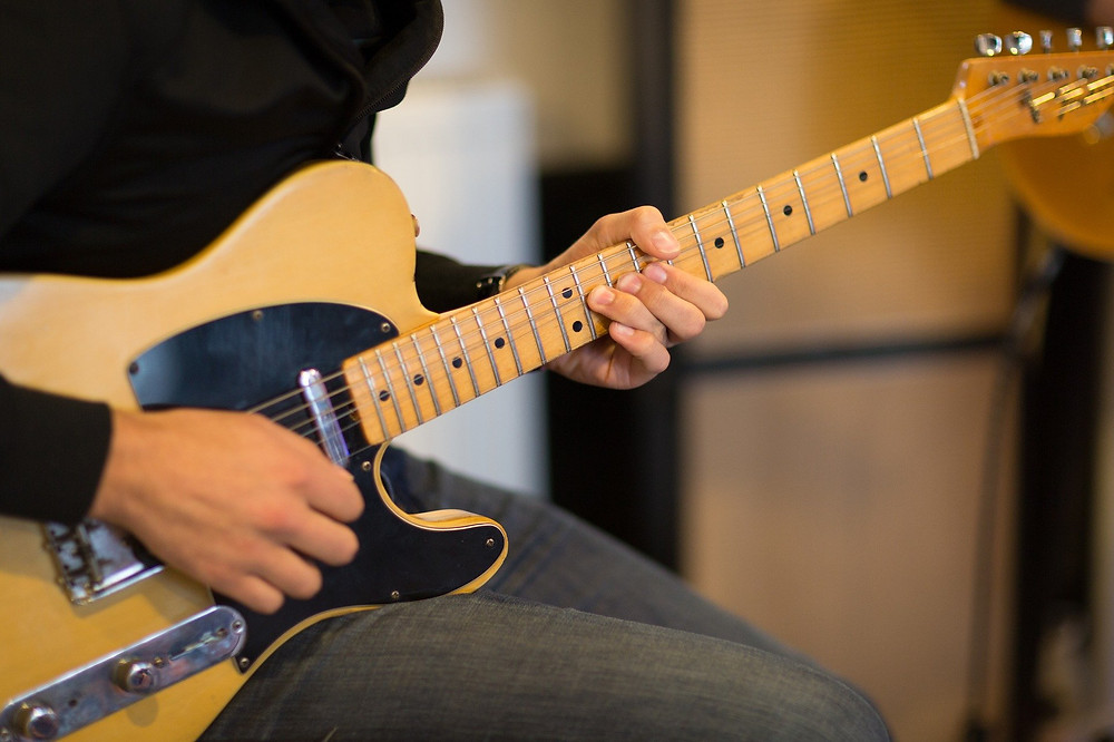 Tips For Choosing Your First Electric Guitar