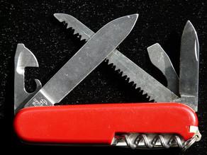 Why a Man Should Carry a Pocket Knife