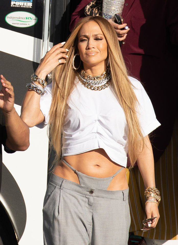 Not Sexy: Aging Jennifer Lopez Begs for Attention
