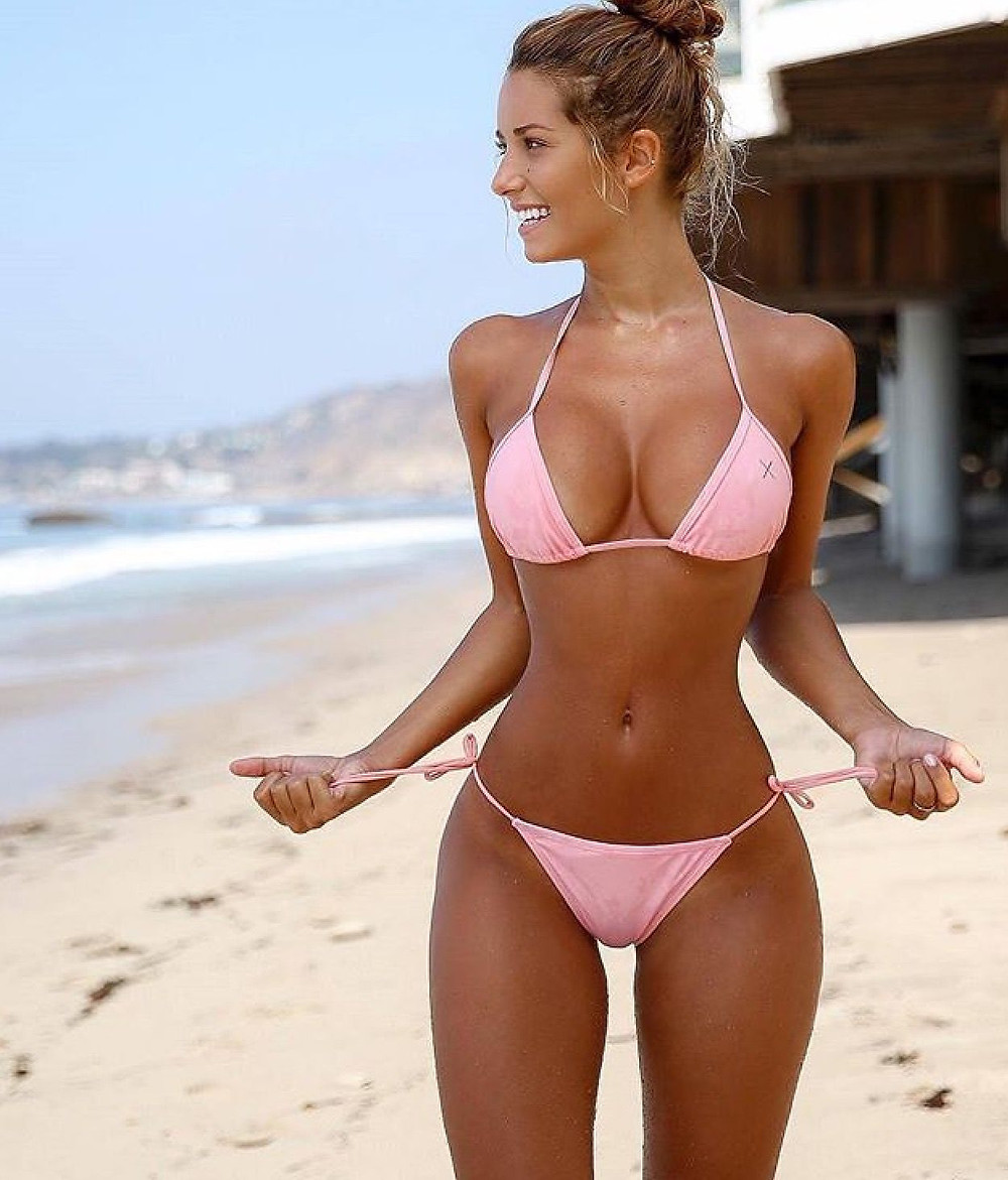 What is Sexy: Girls In Bikinis