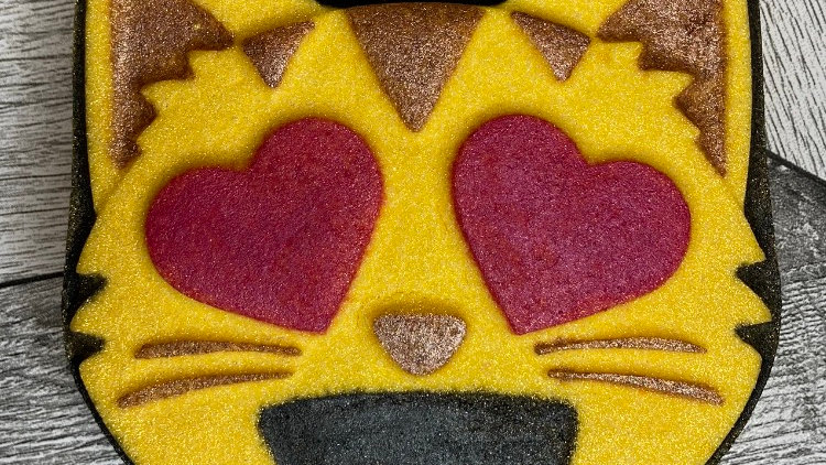 Emoji Heart Eyes Cat Bath Bomb
