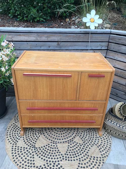 Joli petit meuble  de rangement très original