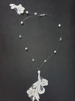 collier perles, strass et dentelle Bess 2