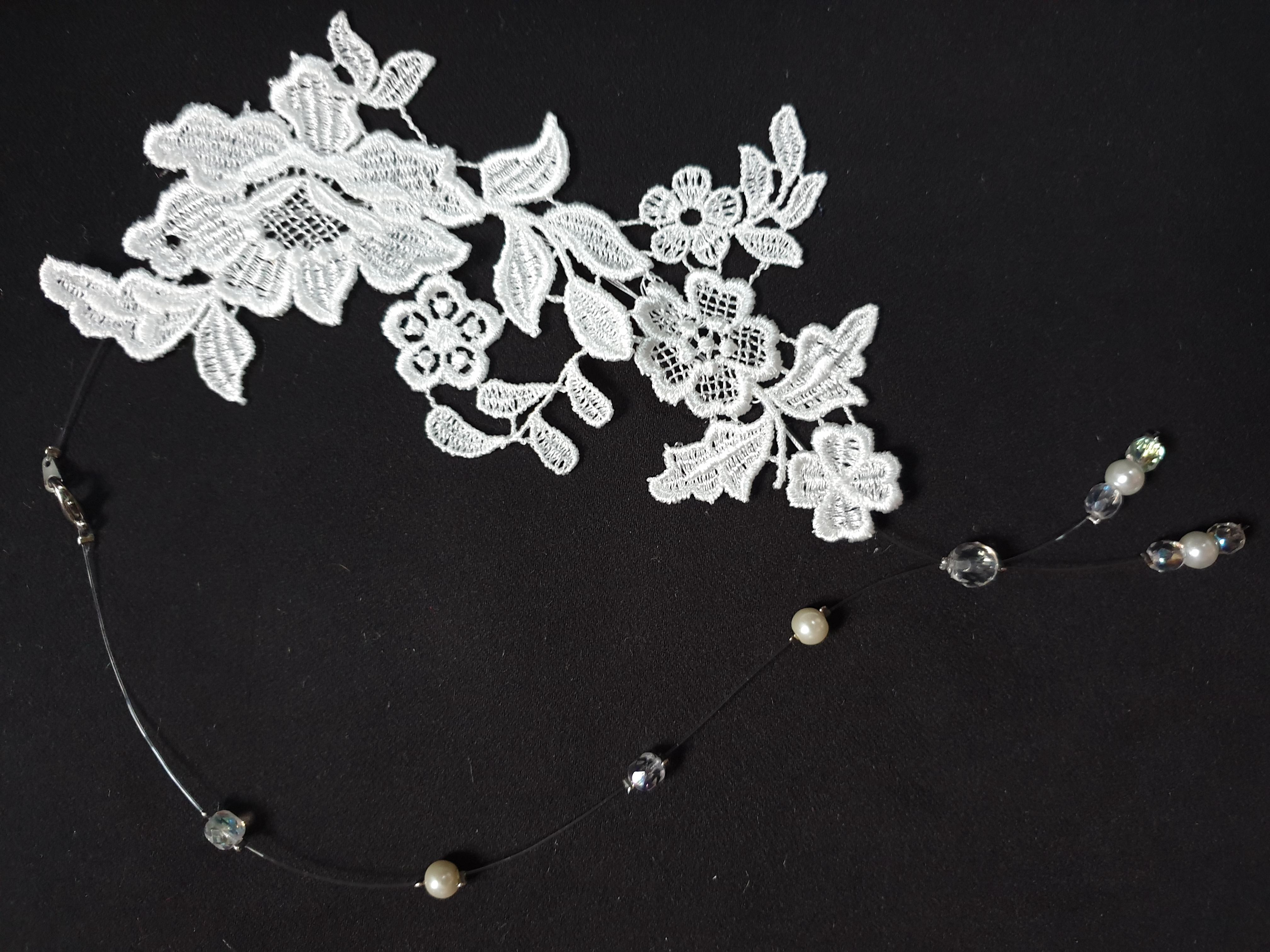collier dentelle et perles