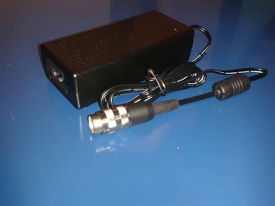 DSP-A004 Cargador de Baterías 110V/220V 50/60Hz