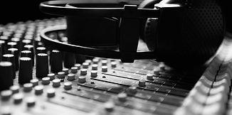 music%20engine%20-%20headphones_edited.j