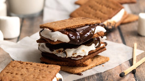 Crunchy Homemade Honey Graham Crackers (Paleo, Gluten Free)