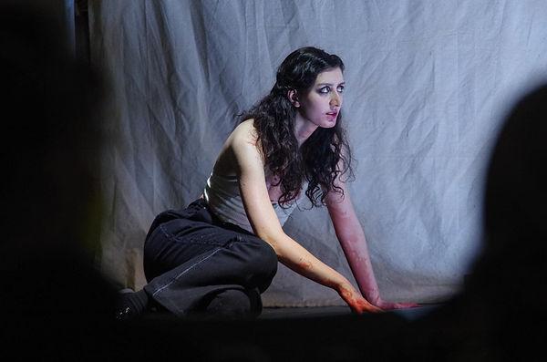 Mariam Avaliani in Nomos Fustus, Regie: Dávid Paška © Julius Leon Seiler
