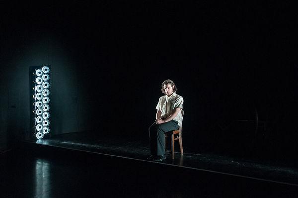 Leo Hugger Der Fremde Regie: Lukas Michelitsch @ Christina Taferner