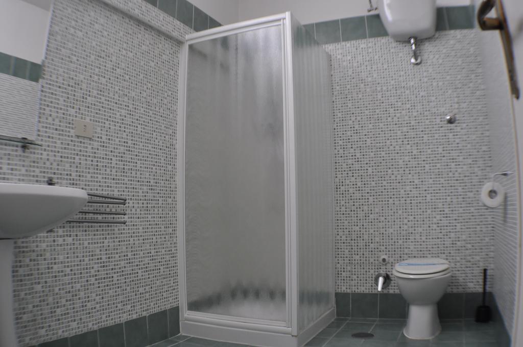 amico_hotel_toilet.jpg