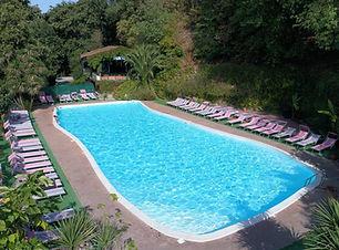 sevenhills_piscina.JPG