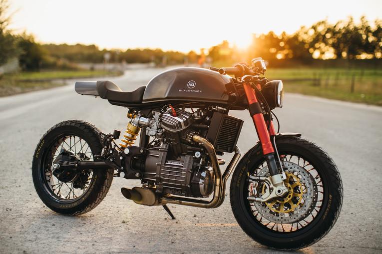 Cafe Racer BT01 Carbon
