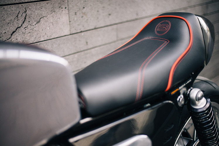 Cafe racer BT02 Triumph Thruxton close up on the backseat leather