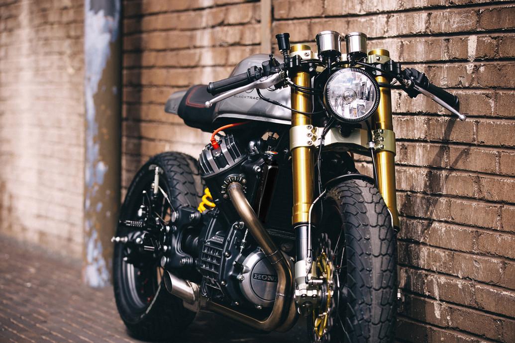 Cafe racer BT01 based on a Honda CX500 with gold front forks