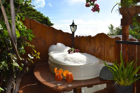Nos bungalows disposent tous d'une baignoire balnéo en extérieur