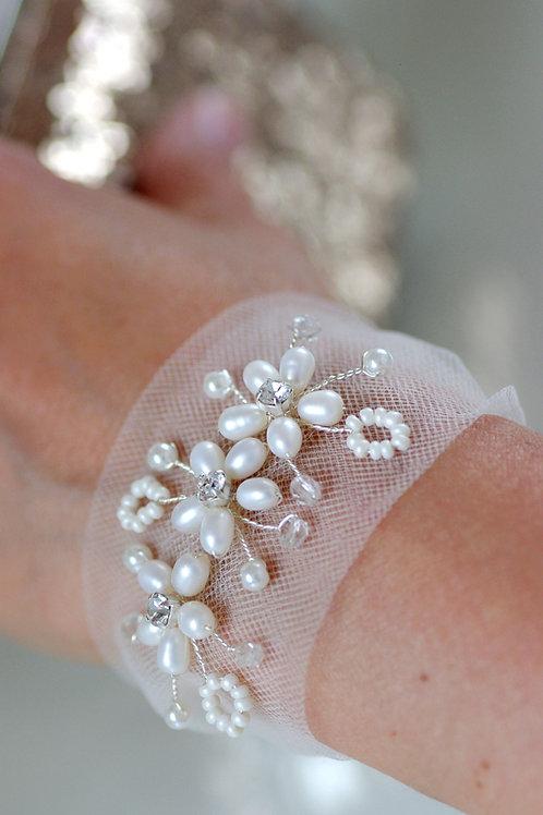 Armband Braut ,Süßwasserperlen,Tüll