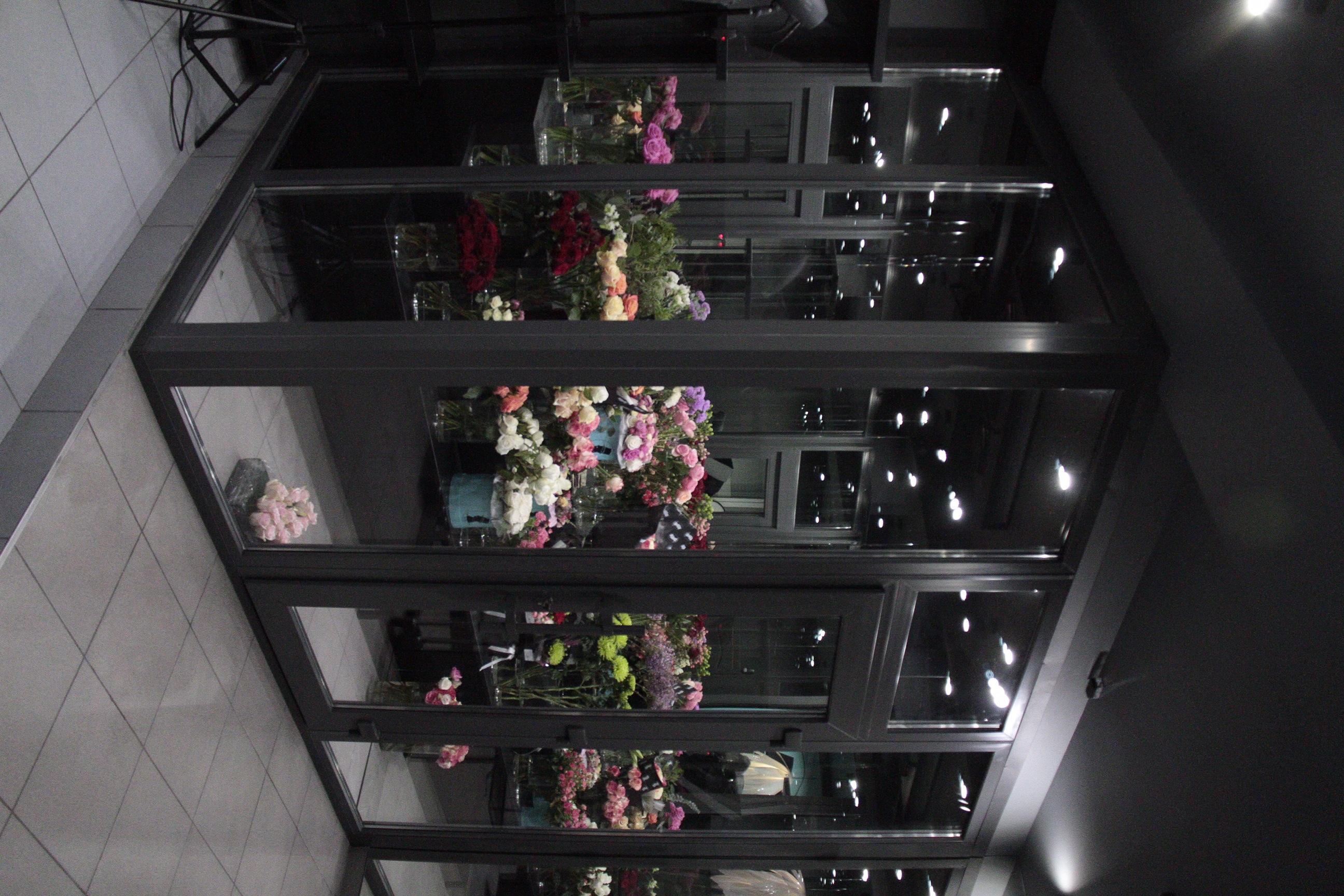 Комната для цветов из пластика