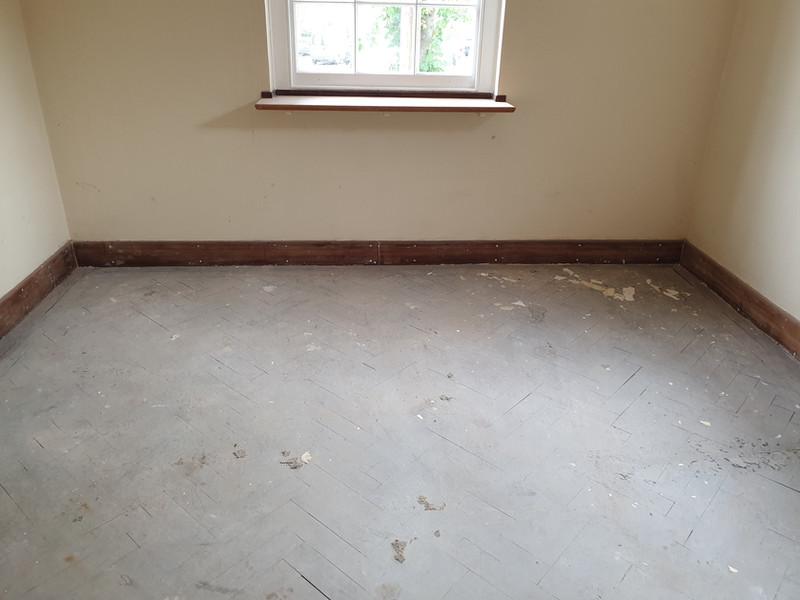 Parquet flooring before the restoration