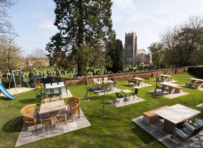 outdoor seating restaurants in norfolk