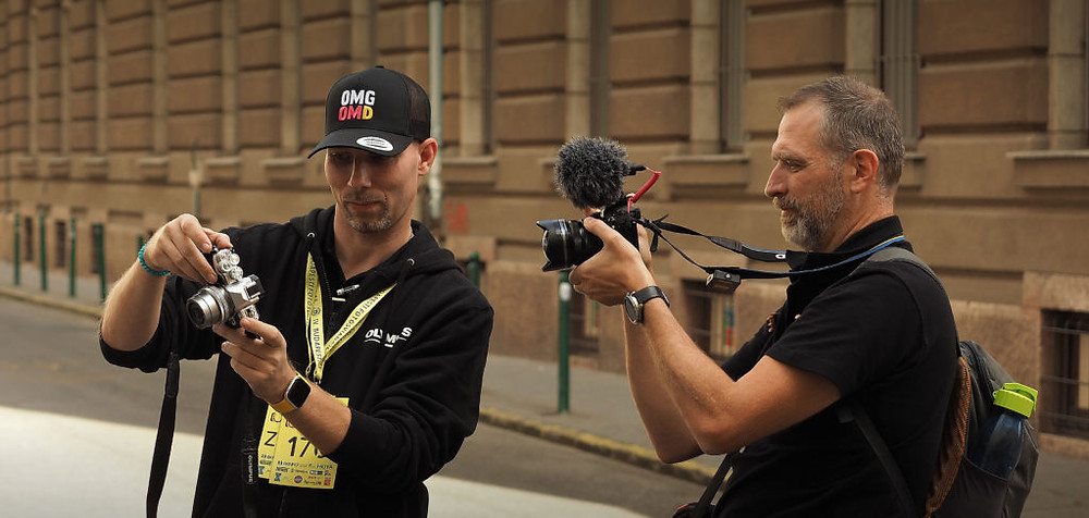 Bánhalmi Norbert és Szabó-Gamos Attila, a Gamos Videography mozgóképalkotója a IV. Budapesti Fotósviadalon.