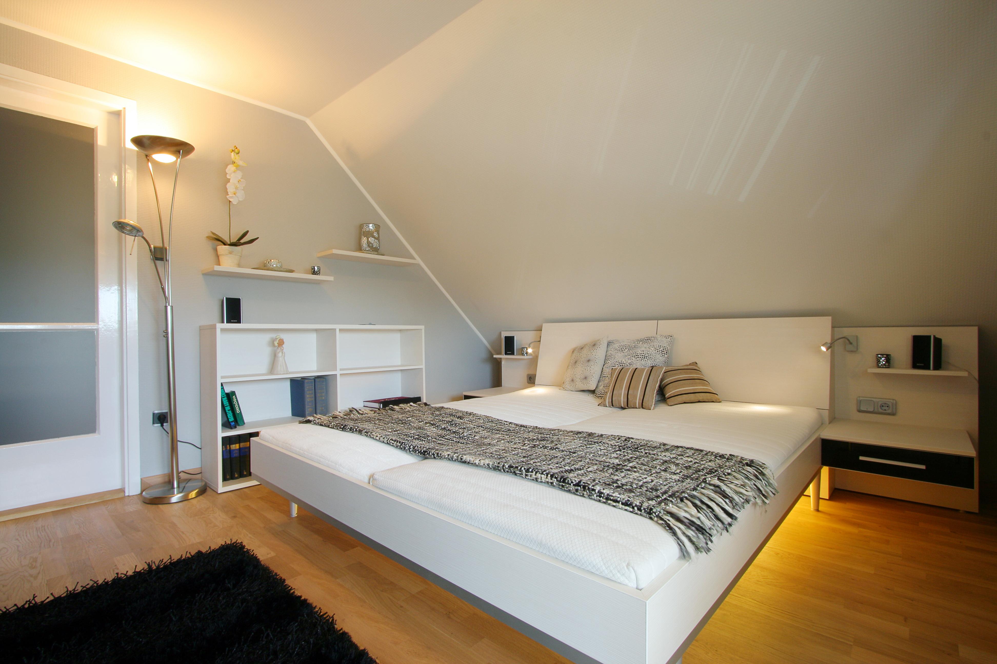 Hálószoba bútor tetőtérben