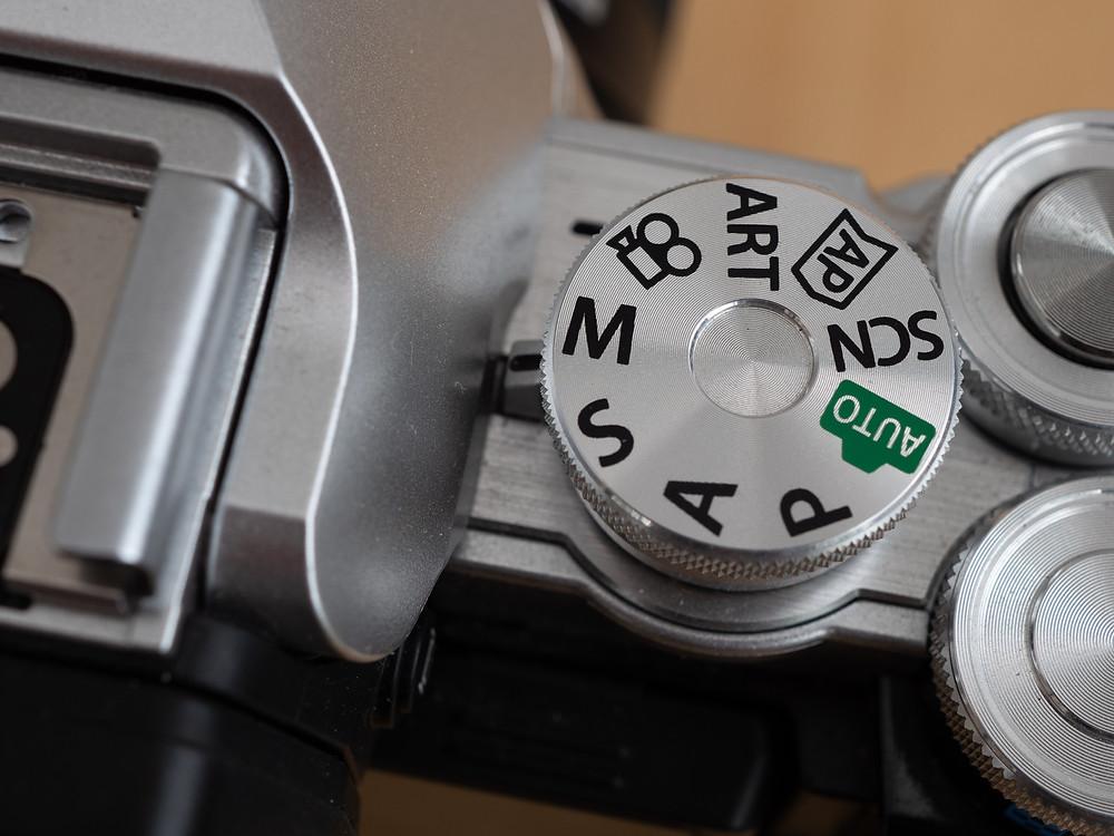 Módtárcsás képen a gép, Olympus E-M10 mark III
