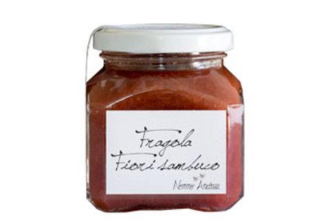 Composta dolce alla fragola e fiori di sambuco