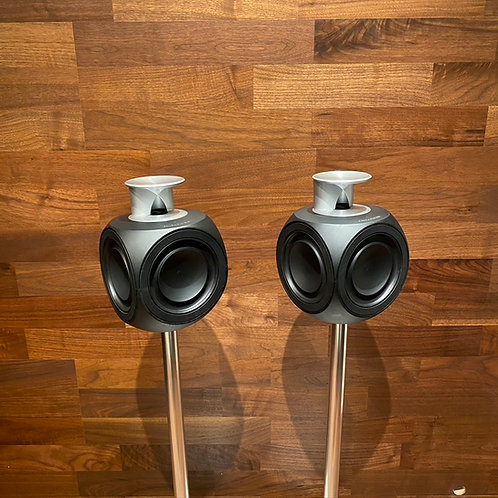 Beolab 3 in Black MKII with Floor Stand (6872)
