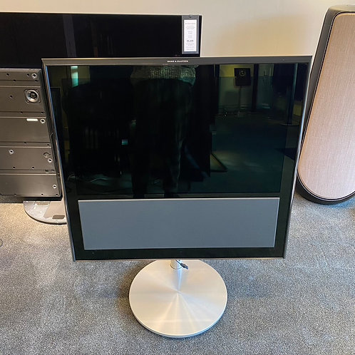 "Beovision 10 - 32"" MKIII (9541) With Motor Floor Stand & Beo4 Remote"
