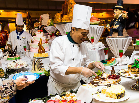 Keep That Line Moving: How to Best Serve Food at your Next Special Event