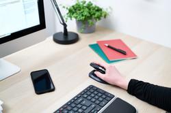 Unimouse_Desk_Righthand_female2.jpg