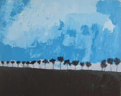 Grand paysage bleu aux arbres