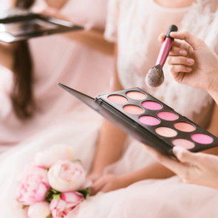 Professional mobile make up artist