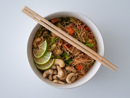 Rice Noodle Stir Fry // Fideo de Arroz con Verduras Salteadas
