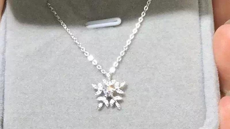 Sterling Silver Cubic Zirconia Snowflake Necklaces Pendant