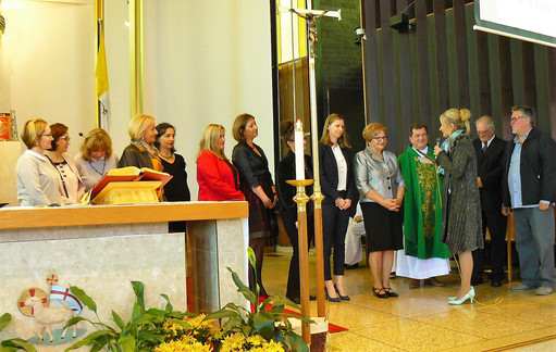 Congratulating all the teachers and directors of the school