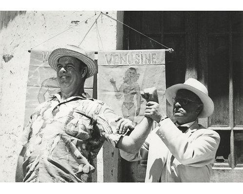 """PHOTOGRAPHE ANONYME (c.1960) – """"Regardez !"""""""