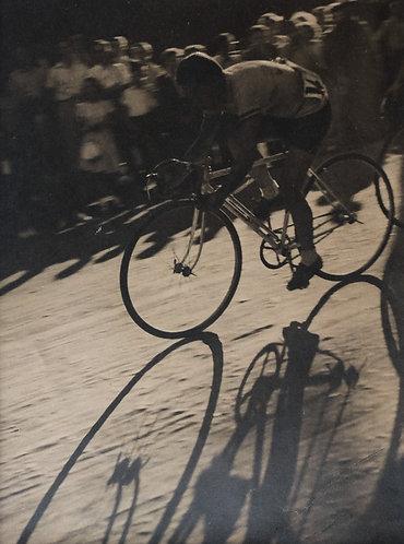 """ANONYME (XXe) - """"Cycliste et jeux d'ombres"""""""