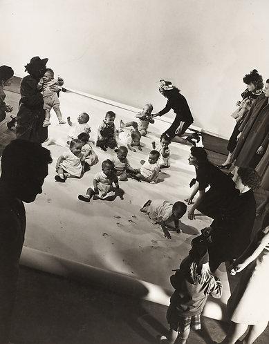 "Gjon MILI (1904-1984) - ""Baby shooting session"""