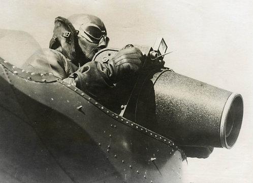 "ANONYME (XXe) - ""Photographe aérien utilisant un appareil Fairchild K-17"""