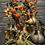 Thumbnail: Mooie vaas in mat goud gevuld met seizoensbloemen