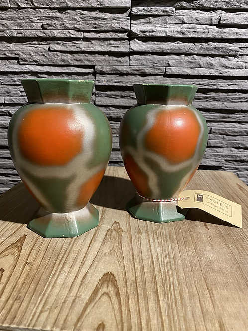 Set van twee dikke aardenwerk vaasjes in vintage conditie